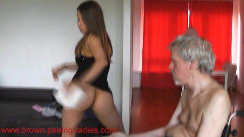 Slave_Feeding_With_Scat_-_Princess_Nikki.wmv.00003.jpg