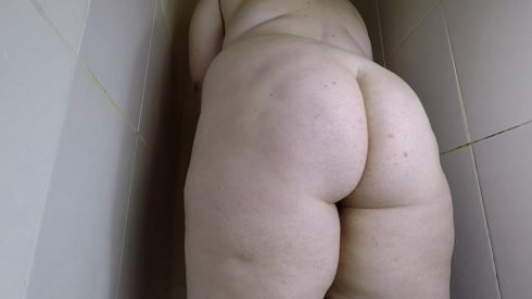 Bonya - BBW Taking A Poop In The Shower 00000